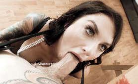 Mama sex oralny z ksztuszeniem się - Ivy Lebelle, Wypluwanie