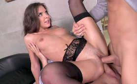 Sex fajnej laski w bieliźnie erotycznej - Alina Henessy, Rosjanka