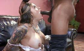 Połyka bardzo długiego penisa murzyna - Karmen Karma, Sex Oralny