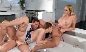 Klasyczny sex w trójkącie z dwiema kobietami - Brett Rossi, Jillian Janson, W Pończochach