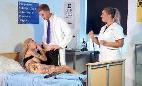 Obciąganie i całowanie dużego penisa w szpitalu - Bonnie Rotten, W Szpitalu